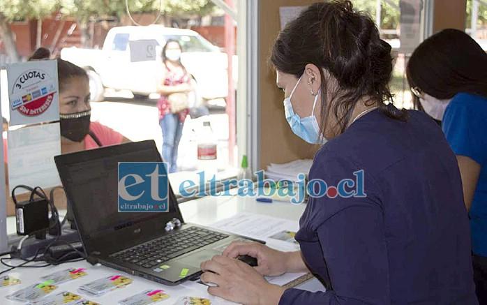 El listado con las personas beneficiadas está disponible en www.munisanfelipe.cl, donde aparece el día en el que debe ser retirada la Tarjeta Solidaria.