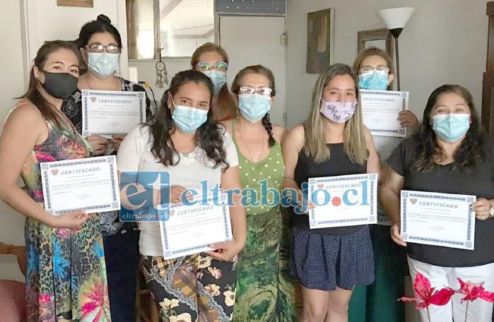 SIEMPRE APORTANDO.- Esta es una certificación de alumnas en curso de Manipulación de alimentos dictado por Miriam Toro.
