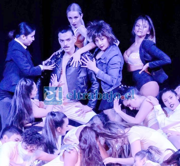 HISTRIÓNICA PRESENTACIÓN.- Aquí vemos un trabajo artístico de esta coreógrafa sanfelipeña Danzaxxión, que se realizó en el Teatro Teletón de Santiago.