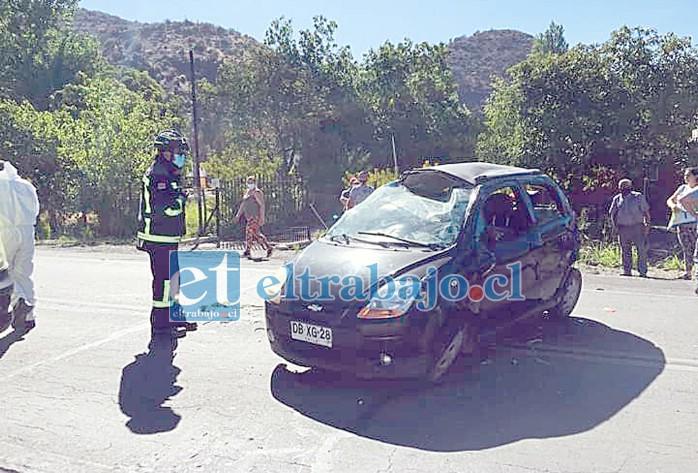 Así quedó el vehículo volcado la mañana de ayer en el sector de Las Coimas. (Imagen gentileza Putaendo Informa).