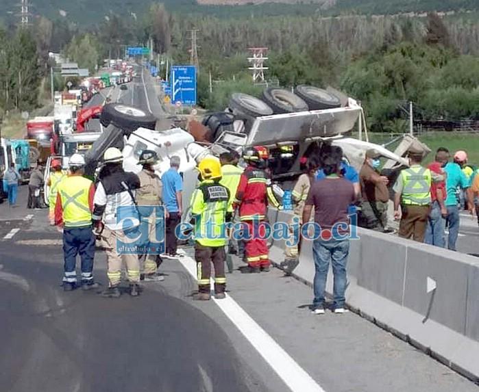 Al lugar llegó personal de emergencia de la Autopista, Carabineros, SAMU y Bomberos para poder ayudar en la emergencia.