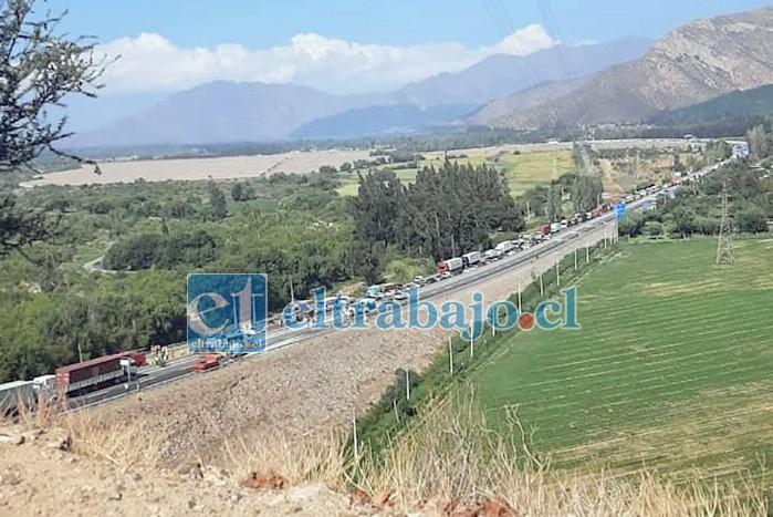 Un 'taco' kilométrico se produjo en el sector a raíz del accidente.