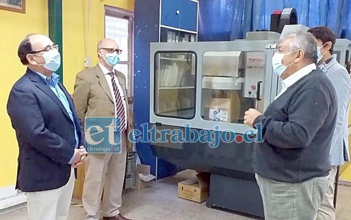 VISITA OFICIAL.- El gobernador Claudio Rodríguez visitó la Escuela Industrial Richard Cuevas de San Felipe, para inspeccionar también las medidas de higiene y seguridad.