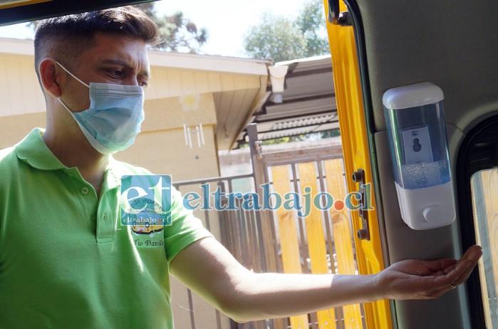UN VIAJE SEGURO.- Cada unidad está higienizada y equipada con alcohol gel y otros dispositivos.