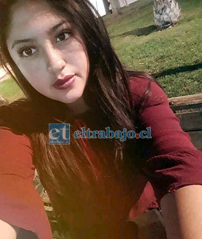 Valeria Ortiz Oyarzún, mujer de 22 años que fue encontrada muerta al interior de su domicilio.