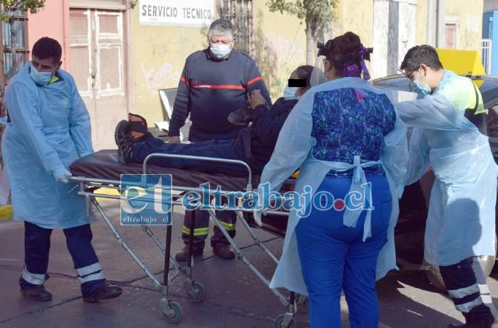 JOVEN CON GOLPES.- Finalmente la joven fue trasladada al Hospital San Camilo para ser revalorada por personal médico.