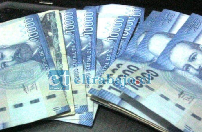 Los 100 mil pesos se encontraban en la mochila de uno de los sujetos controlados por Carabineros.
